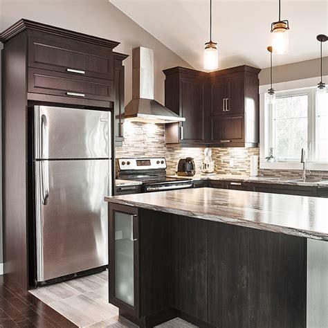 cuisine armoire brune cuisines beauregard cuisine réalisation 357 armoires