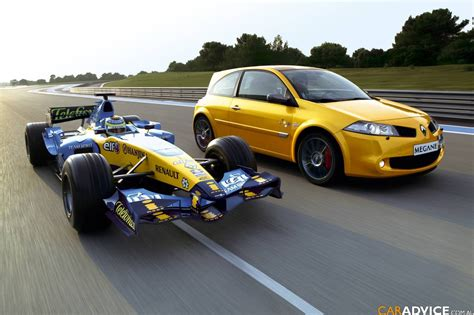 Renault R26 by Renault R26 Megane Run Extended Photos 1 Of 8