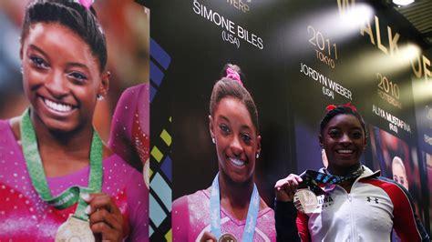 Gold  Simone Biles Lays   Gauntlet