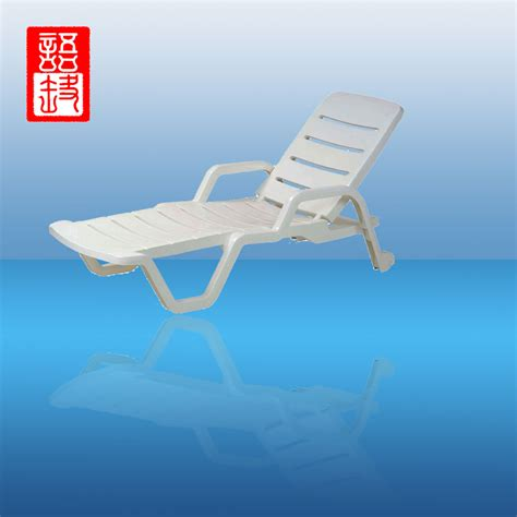 chaise pvc plastic tri fold lounge chair 28 images plastic