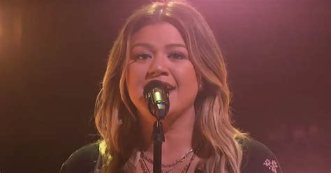 Kelly Clarkson goes country with 'Kellyoke' cover of the ...