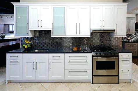 shaker cabinet doors lowes white shaker kitchen cabinets lowes cabinet door styles