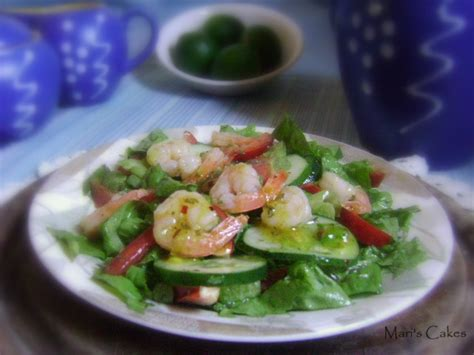 Add lemongrass sliced, kaffir lime leaves sliced, shallot sliced, ground dried red chili, roasted sticky rice powder, fish sauce and seasoning powder and quickly mixed together to taste. SPICY THAI SHRIMP SALAD | Mari's Cakes (English)