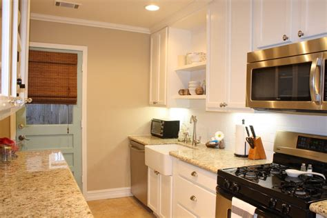 white kitchen wall color susan sally adlı kullanıcının life style ideas panosundaki 276   5fa9840d1b853d419cf2077a2f3cbbea