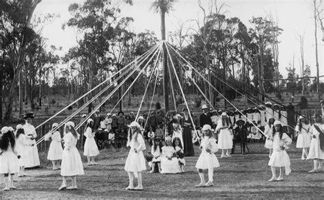 Statelibqld 2 113780 Children Maypole Dancing, 1900