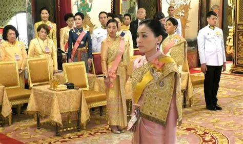 """King maha vajiralongkorn and general sineenat wongvajirapakdi pose at the grand palace in bangkok, thailand. Andrew MacGregor Marshall on Twitter: """"King Vajiralongkorn ..."""
