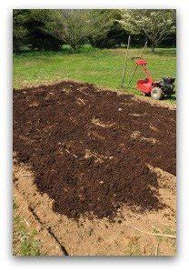 adding topsoil to garden vegetable garden fertilizer tips for a healthy garden