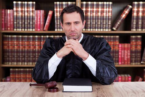 magistrat du siege devenir magistrat compétences et formation ooreka