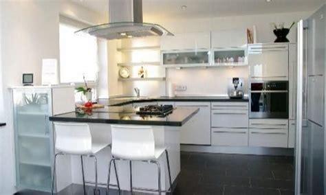 Exterieur Und Interieur Stil. Küche U Form Tresen