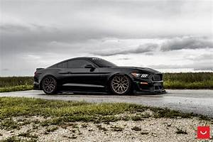 FORD MUSTANG GT - HYBRID FORGED SERIES: HF-2 - Vossen Wheels