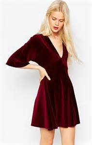 femail39s guide to dressing for christmas whatever your With robe en velours rouge