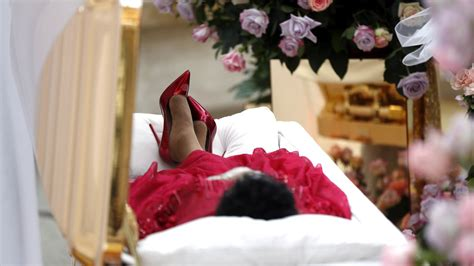 aretha franklin bids  divas farewell  ruby red stilettos