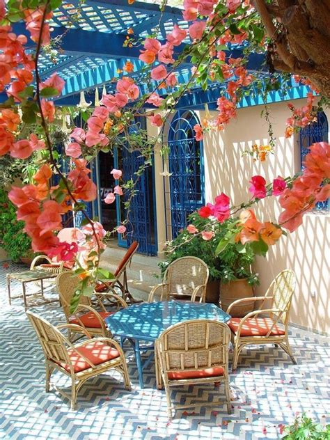 colorful backyard ideas 20 bright spring terrace and patio d 233 cor ideas digsdigs