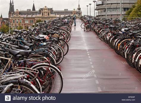 Die Garage Spandau by Netherlands Amsterdam Central Station Bicycle Stockfotos