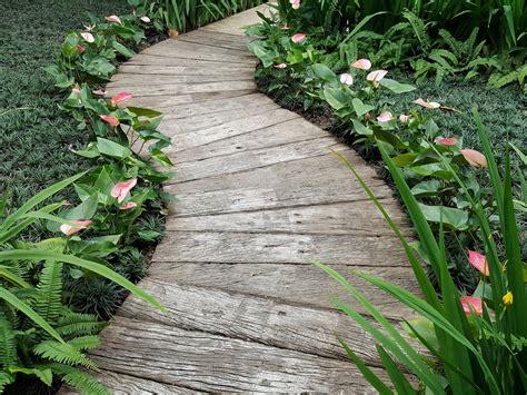 Gartenweg Aus Holz by Gartenweg Aus Holz Anlegen 187 Das Sollten Sie Bedenken