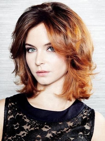 how to style medium layered hair medium layered haircuts you ll absolutely to try