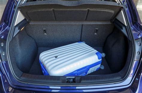 ein koffer im kofferraum des nissan pulsar kommense n 228 kommense ran hier gibts mehr f 252 rs