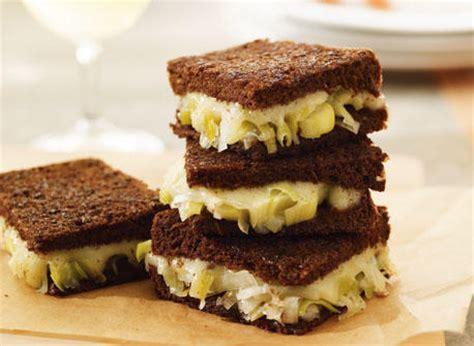 Sandwich Au Fromage Fondant Au - sandwich au fromage fondant et son confit de poireau recette plaisirs laitiers