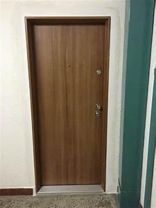 Bezpečnostní vchodové dveře do bytu v paneláku