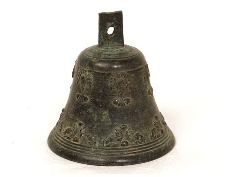 Cloche bronze airain feuillage antique french bell XVIIème
