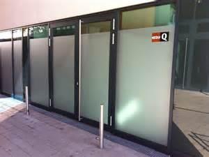 sichtschutzfolien badezimmer schützen sie sich vor neugierigen blicken für lagerräume büros sanitär u v m