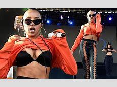 Tinashe suffers wardrobe malfunction at Billboard Hot 100
