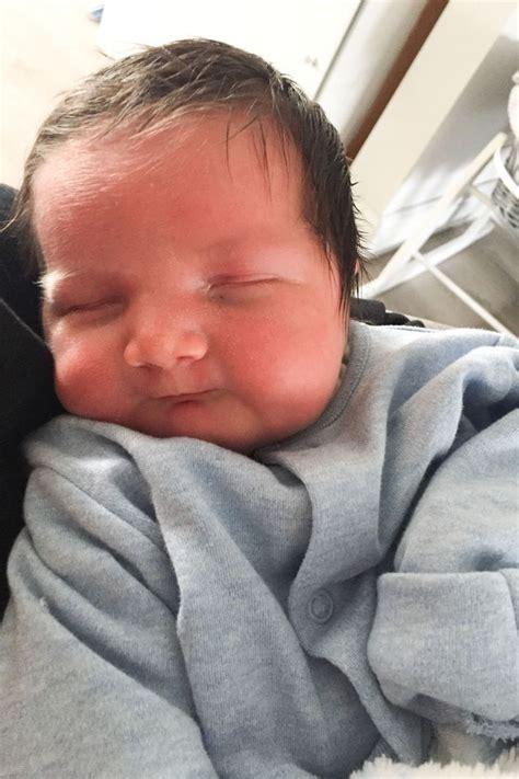 Gugur Kandungan 2 Minggu Bayi 5 Bulan Dilahirkan Dengan Rambut Lebat Digelar