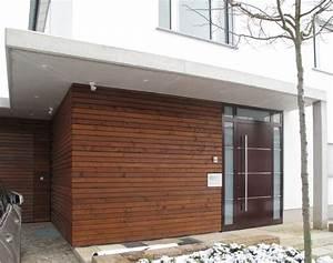 Haus Mit Holzverkleidung : eingangsbereich mit holzfassade und vordach aus sichtbeton ~ Articles-book.com Haus und Dekorationen