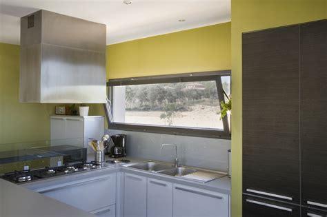 cuisine fenetre fenetre coulissante cuisine maison design bahbe com