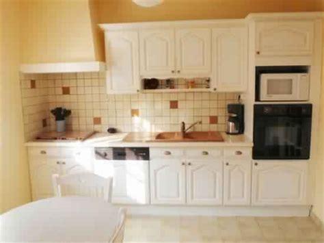 cuisine en bois blanc incroyable poignee de meuble de cuisine 1 meuble de