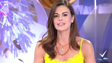 """Bianca guaccero è bella e talentuosa, perché non shippate lei con fabrizio? Bianca Guaccero fa un'ammissione: """"Cambiamenti a Detto ..."""