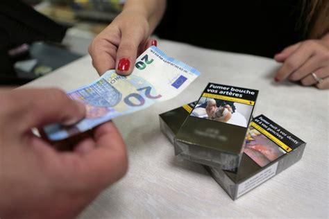 bureau de tabac prix le gouvernement relève les taxes sur les cigarettes les