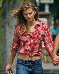 AnnaLynne McCord & Dominic Purcell: Holding Hands in ...