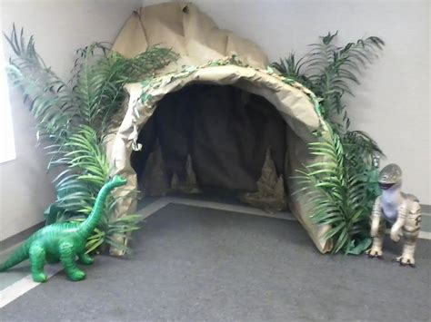 Wandgestaltung Kinderzimmer Dinosaurier by Creative Reading Cave In The Classroom Search