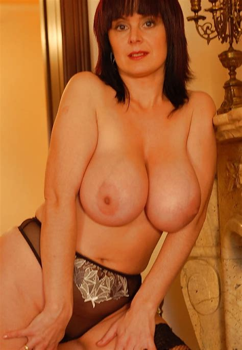 sexy busty mature milf cara living room tease 2 40 pics