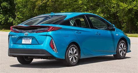 2017 Toyota Prius Prime First Drive