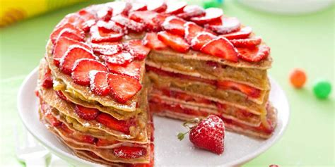 gâteau de crêpes fraises rhubarbe recettes femme actuelle