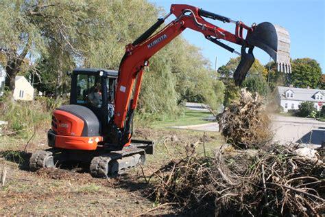 kubota compact excavator delivers small size  big versatility