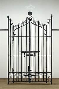 Plain Letter Black Finish Ornate Wrought Iron Gates