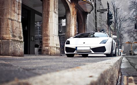 Most Likable White Lamborghini Luxury Car Desktop Laptop