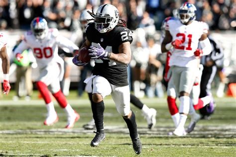 marshawn lynch leads oakland raiders  win