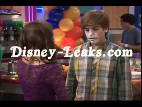 the suite life on deck maya i zack kissing youtube