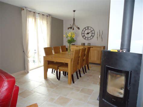 canapé d angle couleur prune décoration salle a manger couleur gris