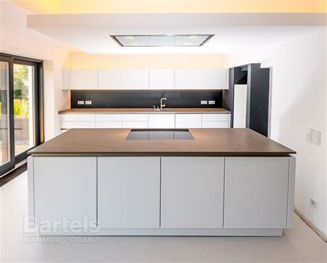 Arbeitsplatte Küche Braun naturstein k 252 chenplattenanlage in einem einfamilienhaus in