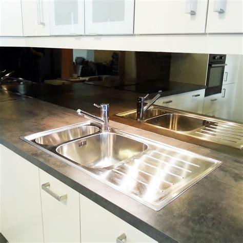 cr馘ence en miroir pour cuisine crdence miroir pour cuisine stunning miroir noir sur mesure format carre ou rectangle