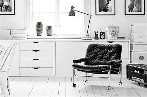 pulire divano di pelle come pulire i divani di pelle casafacile