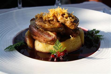 pigeon et foie gras po 234 l 233 s sur pommes confites et sauce merlot