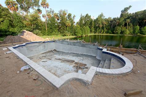dalle pvc cuisine le prix de construction d 39 une piscine en béton matériel
