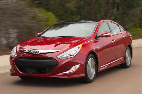 Hyundai is recalling 154,753 of its 2011 sonata sedans because their front and side airbags and seat belts might not work in a crash. 2012 Hyundai Sonata Hybrid Specs, Prices, VINs & Recalls ...