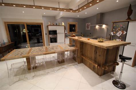 cuisine en vieux bois exemple cuisine stunning cuisine avec lot central plan de